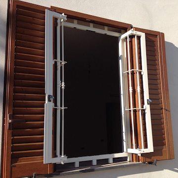 Grate di sicurezza per porte e finestre vivi italia srl - Hermes porte e finestre srl ...